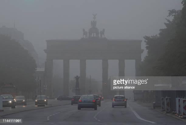 Thick fog envelops the Brandenburg Gate in the morning. Photo: Paul Zinken/dpa