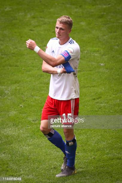 Soccer 2nd Bundesliga 34th matchday Hamburger SV MSV Duisburg in the Volksparkstadion Hamburg's JannFiete Arp wears the captain's armband Photo...