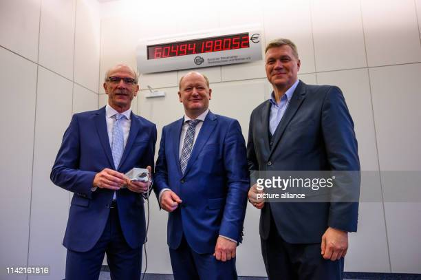 Bernhard Zentgraf Chairman of the Federation of Taxpayers of Lower Saxony and Bremen Reinhold Hilbers Minister of Finance of Lower Saxony Ulf Thiele...