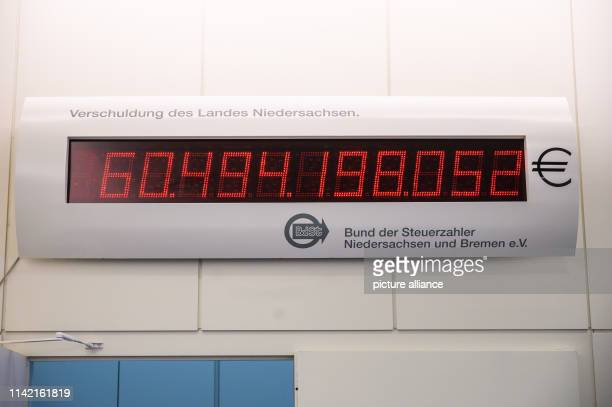 The debt clock for Lower Saxony and Bremen shows the value 60 494 198 052 The scoreboard installed in the state parliament was put back by 686...