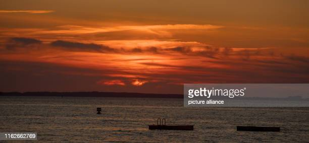 May 2019, Mecklenburg-Western Pomerania, Boek: The sky over the Müritz is coloured red after sunset. Founded in 1990, the Müritz National Park is...