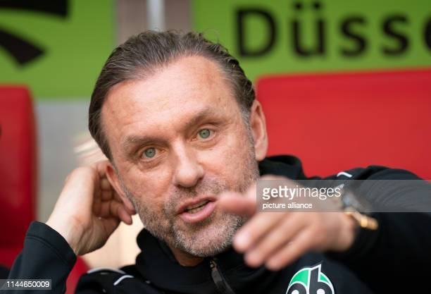 18 May 2019 North RhineWestphalia Duesseldorf Soccer Bundesliga Fortuna Düsseldorf Hannover 96 34th matchday in the Merkur SpielArena Coach Thomas...