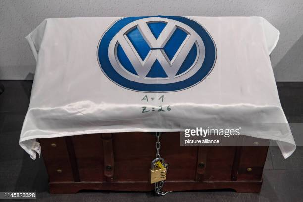 May 2019, Saxony, Zwickau: A treasure chest with the VW logo is located in the e-mobility training centre at the Volkswagen Sachsen plant. Volkswagen...