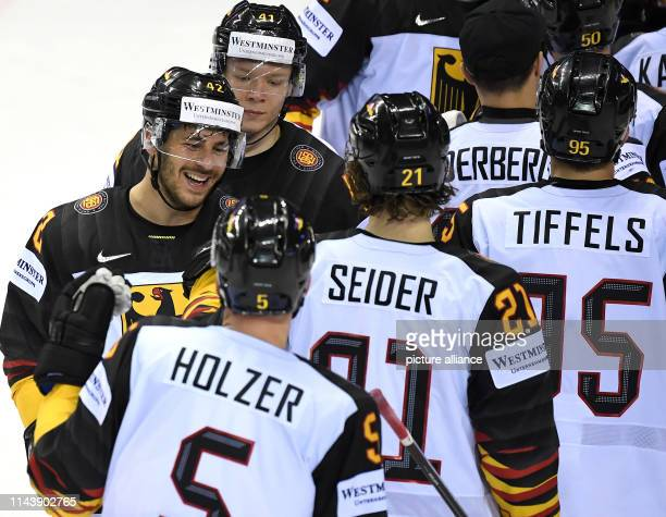 Ice hockey WM Germany France preliminary round group A 3rd matchday in the Steel Arena Germany's Yasin Ehliz cheers with his teammates Korbinian...