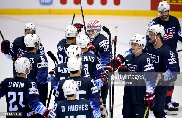 Ice hockey WM USA Great Britain preliminary round group A 4th matchday in the Steel Arena Players from the USA are happy about the 63 victory Photo...