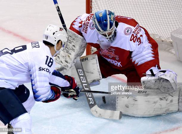 Ice hockey World Championship Denmark USA preliminary round Group A 5th matchday in the Steel Arena Chris Kreider from the USA shoots the puck into...
