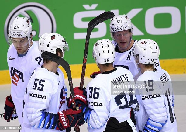 Ice hockey World Championship Denmark USA preliminary round Group A 5th matchday in the Steel Arena US players cheer for the goal to 03 Photo Monika...