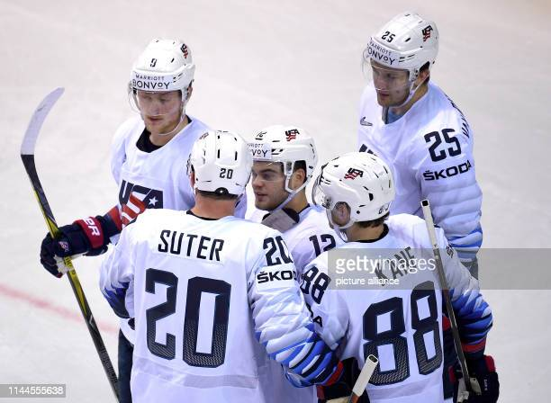 Ice hockey World Championship Denmark USA preliminary round Group A 5th matchday in the Steel Arena US players cheer for the goal to 02 Photo Monika...