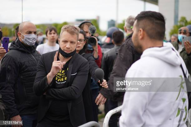 Comedian Oliver Pocher and the chef Attila Hildmann in conversation in front of the Reichstag. Several hundred people took part in Hildmann's rally....