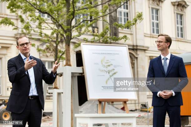 Michael Müller , Governing Mayor, speaking at the symbolic acceptance of a tree donation for the Humboldt Forum environment by Marc Fielmann ,...