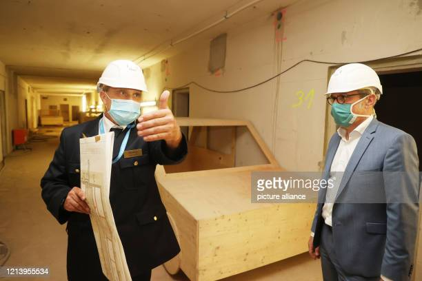 May 2020, Thuringia, Bad Köstritz: Georg Maier , Thuringia's Minister of the Interior , and Jörg Hense, Head of the State Fire Brigade School, wear...
