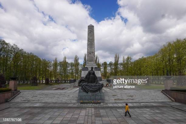 Numerous flowers and wreaths lie at the Soviet Memorial Schönholzer Heide after a commemoration ceremony for the end of World War II. May 8 and 9,...