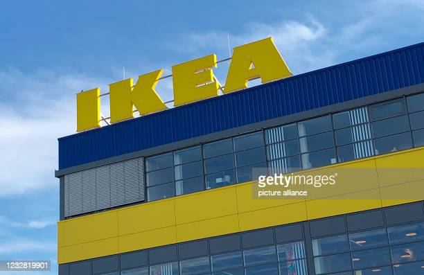 May 2021, Brandenburg, Waltersdorf: The logo of the furnishing company IKEA in the district of Schönefeld in the district of Dahme-Spreewald. Photo:...