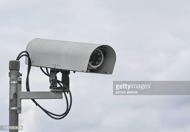 May 2021, Brandenburg, Wandlitz: A surveillance camera against a cloudy sky. Photo: Patrick Pleul/dpa-Zentralbild/ZB