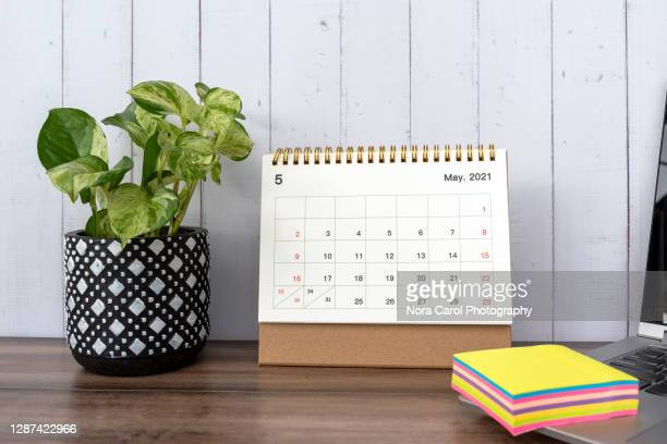 may 2021 calendar on a desk - 五月 ストックフォトと画像