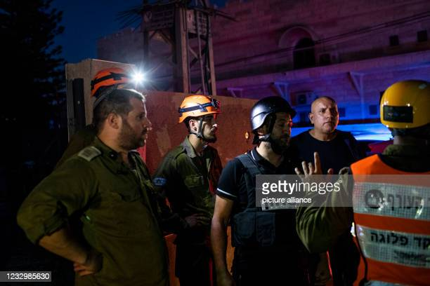 May 2021, Israel, Sderot: Israeli security forces inspect a house that was directly hit by a rocket fired from the Gaza Strip amid the escalating...