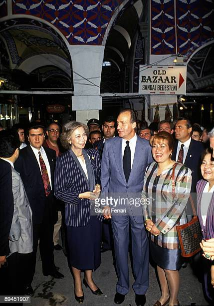 May 25 1993 Istanbul Turkey Official visit of the King of Spain Juan Carlos and Sofia to Turkey In the image Kings visiting the Grand Bazaar in...