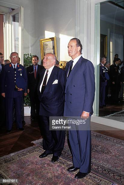 May 25 1993 Istanbul Turkey Official visit of the King of Spain Juan Carlos and Sofia to Turkey In the image King Juan Carlos with the president...