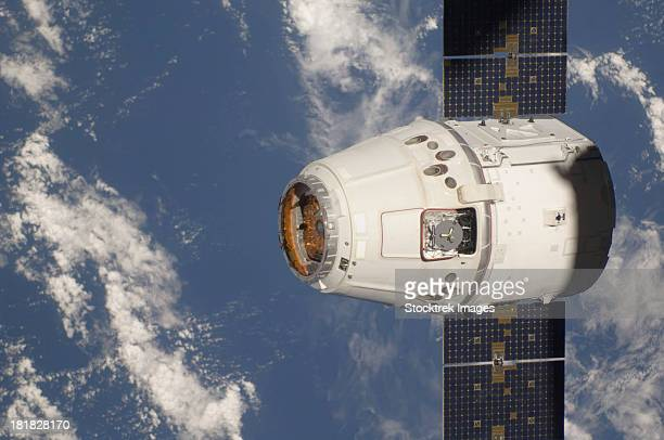 May 25, 2012 - The SpaceX Dragon commercial cargo craft approaches the International Space Station for grapple and berthing.