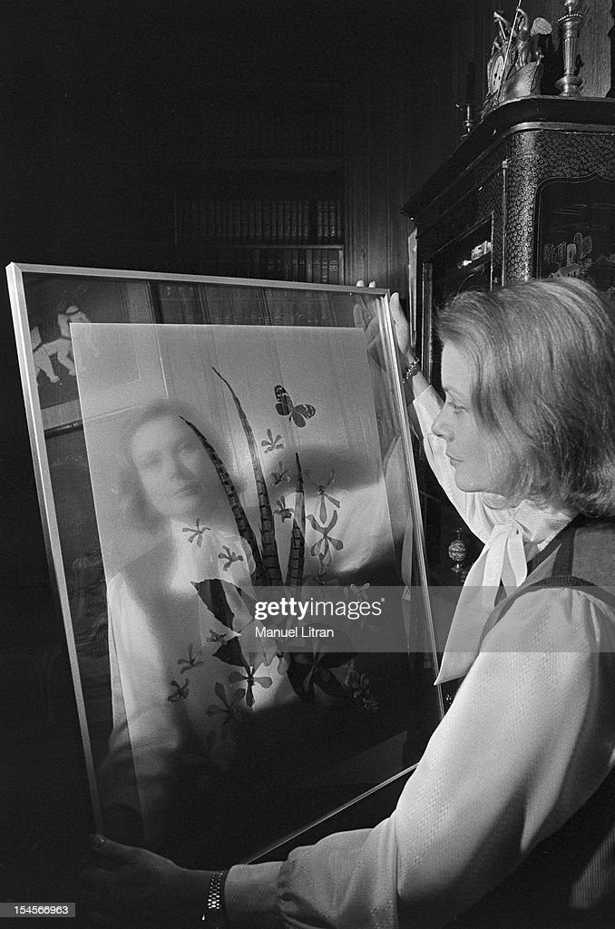 May 27, 1977, Princess Grace OF MONACO explain for the first time, his paintings, collages, the gallery has Drouant in Paris. Grace OF MONACO pr ¿¿¿feel his favorite collage, a composition of pheasant feathers, a butterfly and flowers dried.