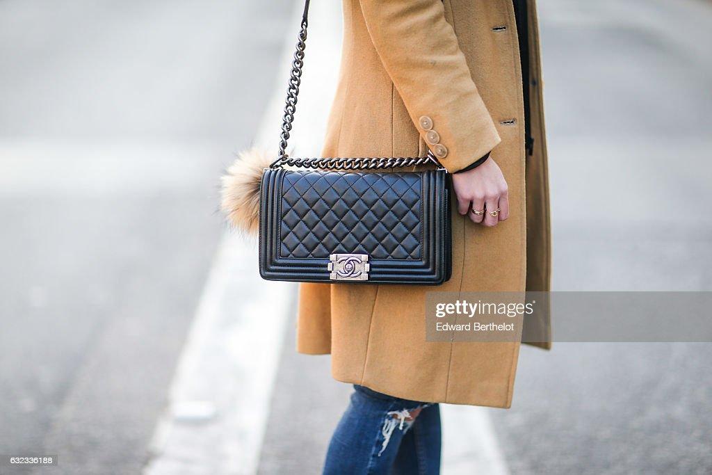 Street Style : Paris Fashion Week - Menswear Fall/Winter 2017/2018 : Day Four : Nyhetsfoto