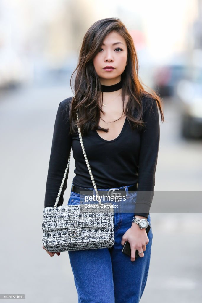 Street Style - Paris - February 2017 : News Photo