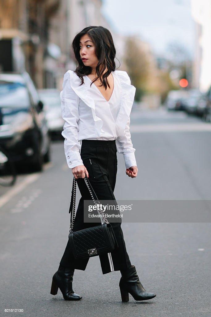 Street Style - Paris - November 2016 : News Photo