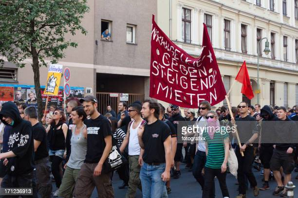 may day demonstrations - may day demonstrations in berlin stock pictures, royalty-free photos & images