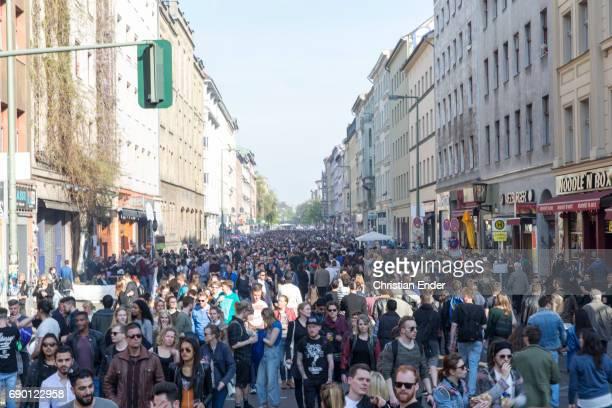 may day in berlin kreuzberg, germany - may day international workers day stockfoto's en -beelden