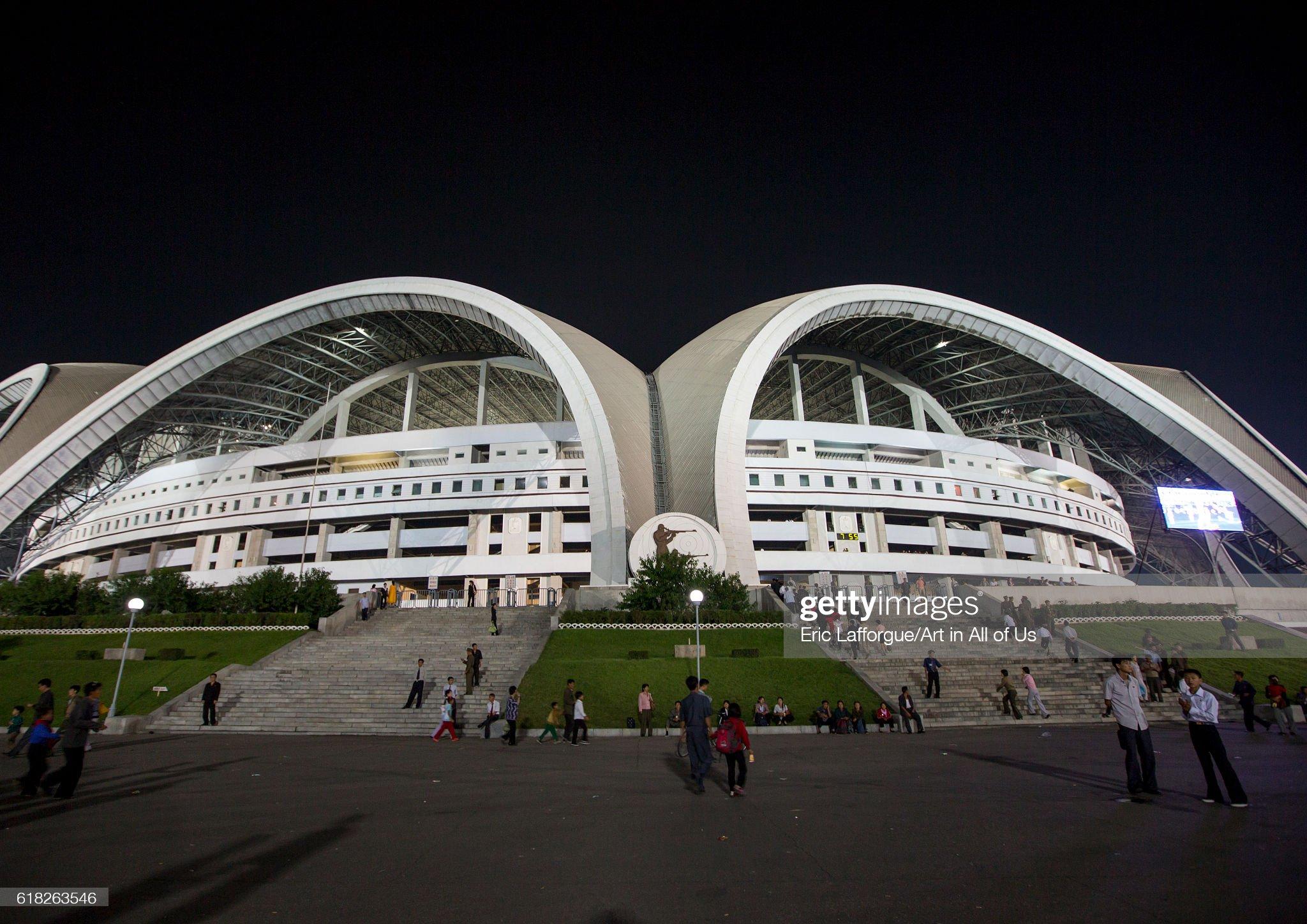 May day stadium by night, Pyongyang, North korea : ニュース写真