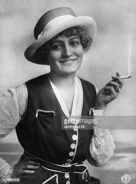May Eva Actress Austria* nee Eva Maria Mandl smoking a cigarette Photographer Becker Maass undatedVintage property of ullstein bild
