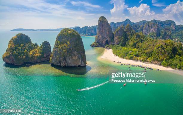 maya bay in krabi thailand - phi phi islands stock-fotos und bilder