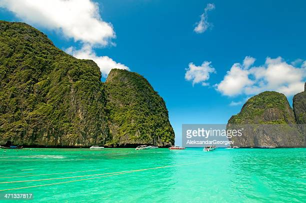 maya bay ko phiphi le in thailand - karst formation stock pictures, royalty-free photos & images