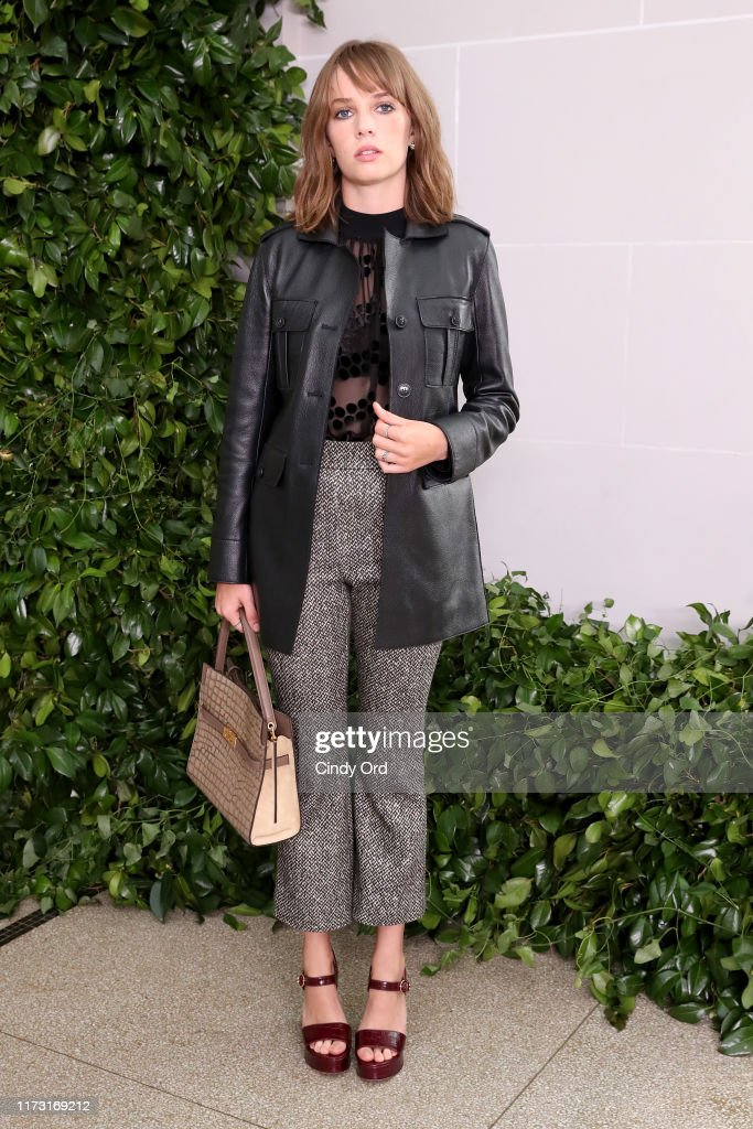 Tory Burch NYFW SS20 - Backstage & Front Row : News Photo
