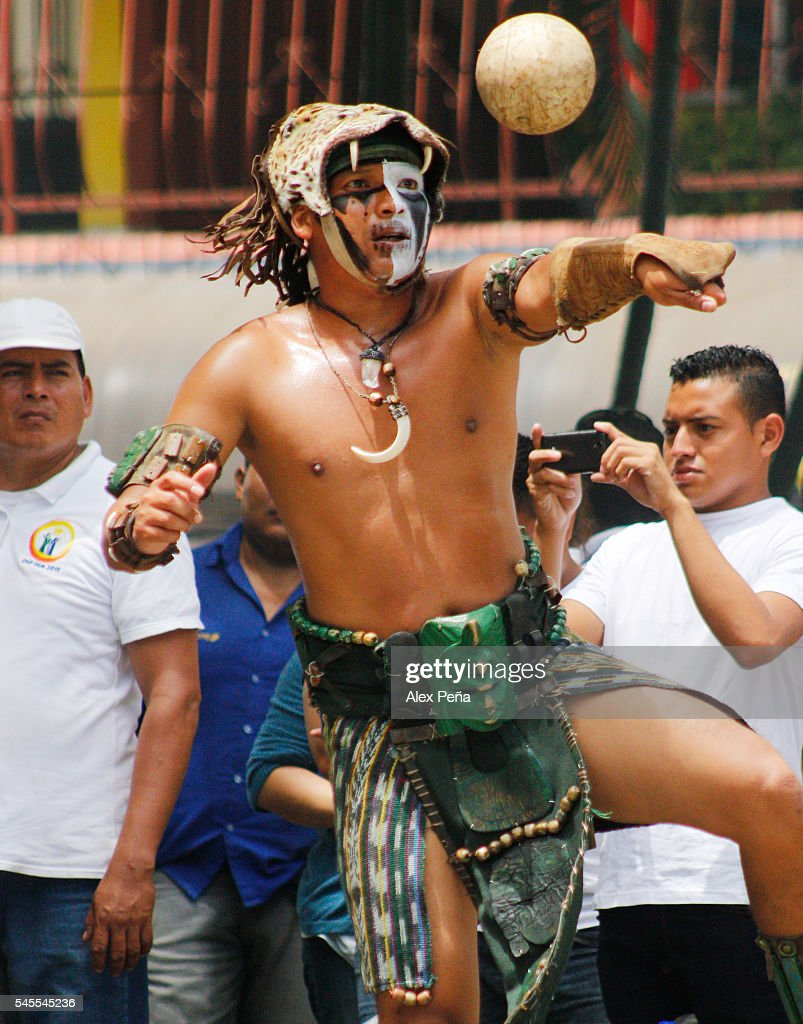 A maya performs with a tradiotional ball on July 08, 2016 in San Salvador, El Salvador. Members of Guatemalan Maya people participated in a presentation of the ancient and traditional Mesoamerican Ballgame which was played, according to the discoveries, by many civilizations in Mesoamerica such as Mayas, Nahuas and Olmecas.