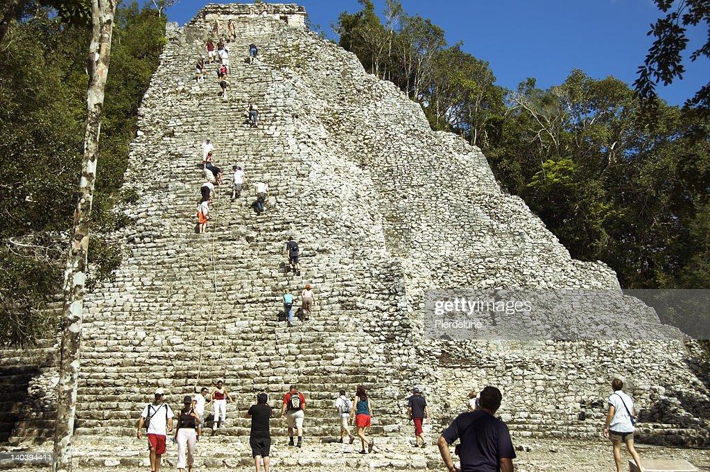 Maya pyramid 2 : Stock Photo
