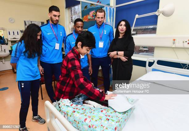 Maya Vio Paulo Gazzaniga Kyle WalkerPeters and Harry Kane meet a young patient during a Tottenham Hotspur player visit at Whipps Cross Hospital on...