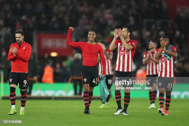 Maya Yoshida and Tyreke Johnson of Southampton celebrate with teammates at full time of the Premier League match between Southampton FC and Arsenal...
