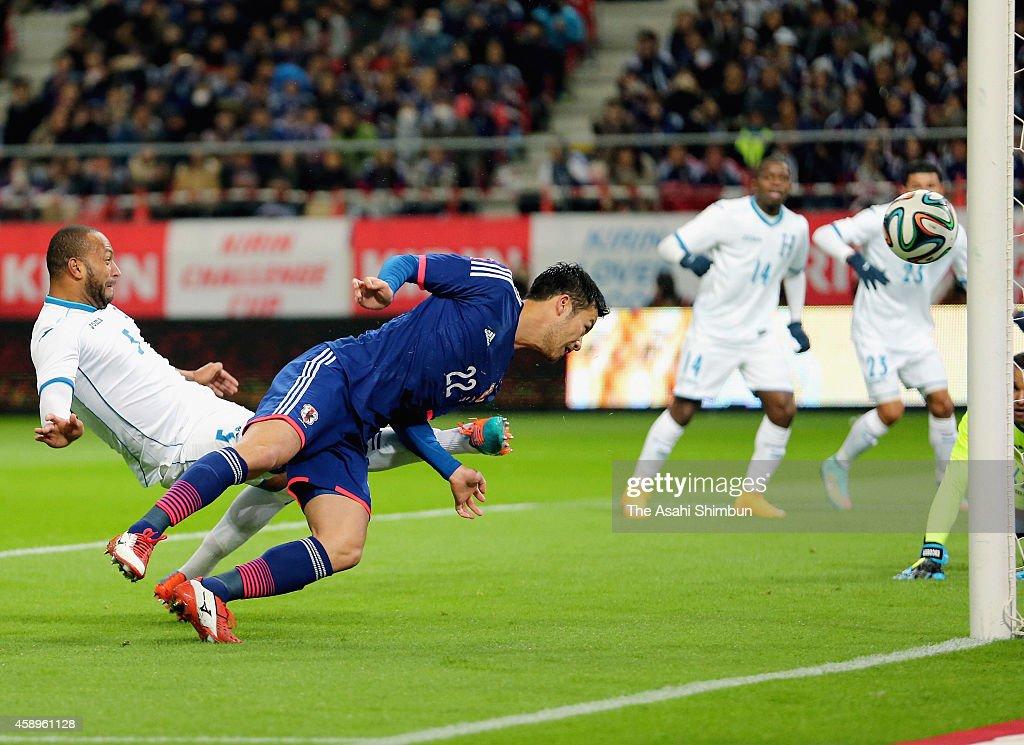 Maya Yoshida of Japan scores his team's first goal during the international friendly match between Japan and Honduras at Toyota Stadium on November 14, 2014 in Toyota, Aichi, Japan.