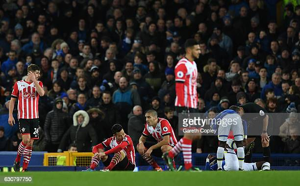 Maya Yoshida of Southampton and Oriol Romeu of Southampton are dejected after a penalty is given to Everton during the Premier League match between...