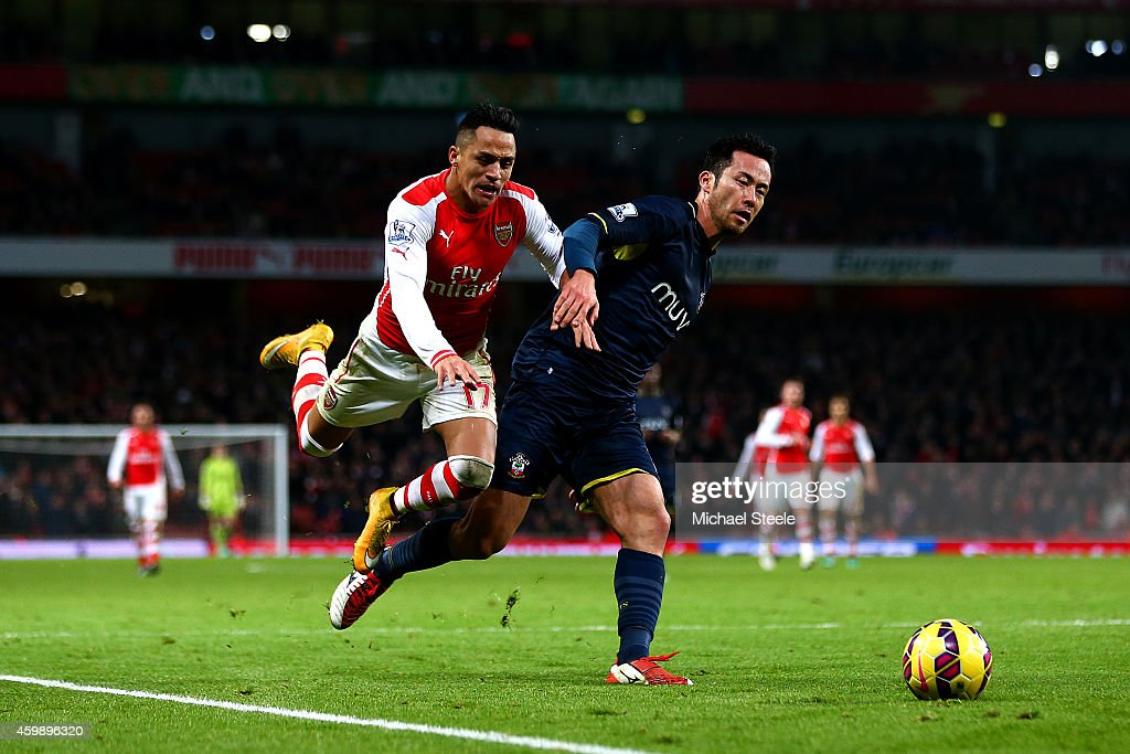 Maya Yoshida of Southampton challenges Alexis Sanchez of Arsenal during the Barclays Premier League match between Arsenal and Southampton at Emirates Stadium on December 3, 2014 in London, England.