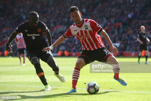 Maya Yoshida of Southampton is closed down by Oumar Niasse of Hull City during the Premier League match between Southampton and Hull City at St...
