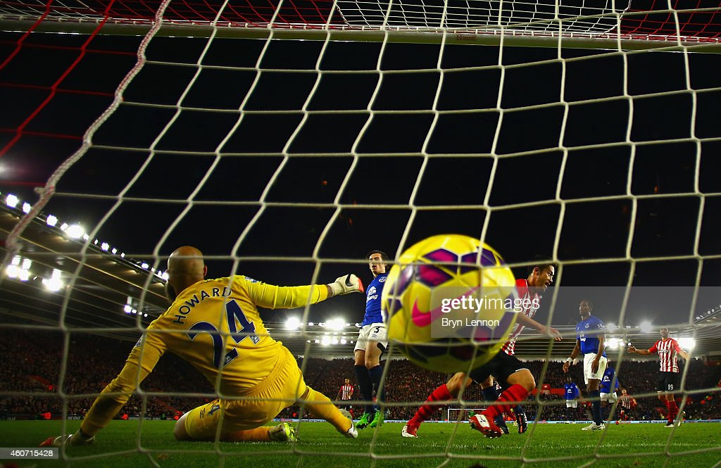 Maya Yoshida of Southampton turns to celebrate after scoring the third goal past Tim Howard of Everton during the Barclays Premier League match between Southampton and Everton at St Mary's Stadium on December 20, 2014 in Southampton, England.