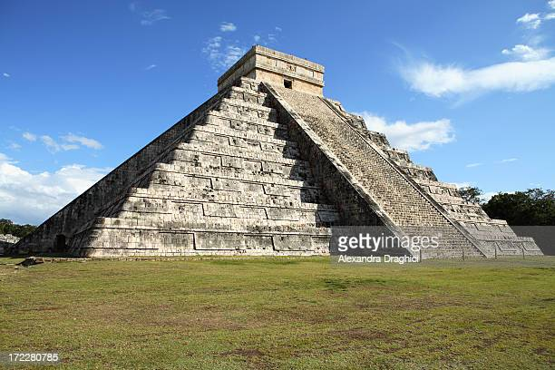 mayan pyramid - chichen itza. - vestigial wing stock pictures, royalty-free photos & images