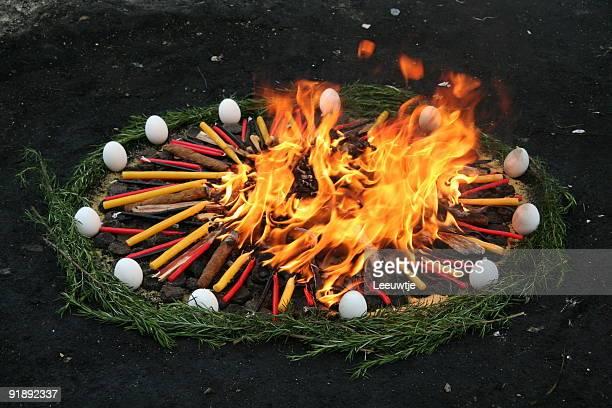 maya rite en guatemala - ceremonia fotografías e imágenes de stock