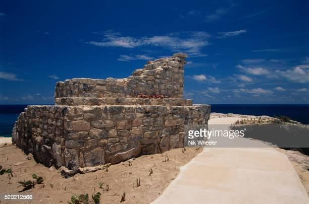 mayan ruins at the southern tip of isla mujeres - mujeres fotos stockfoto's en -beelden