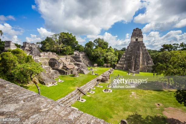 mayan ruins at tikal national park - oude ruïne stockfoto's en -beelden