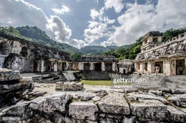 maya's temples 4 - arqueología fotografías e imágenes de stock