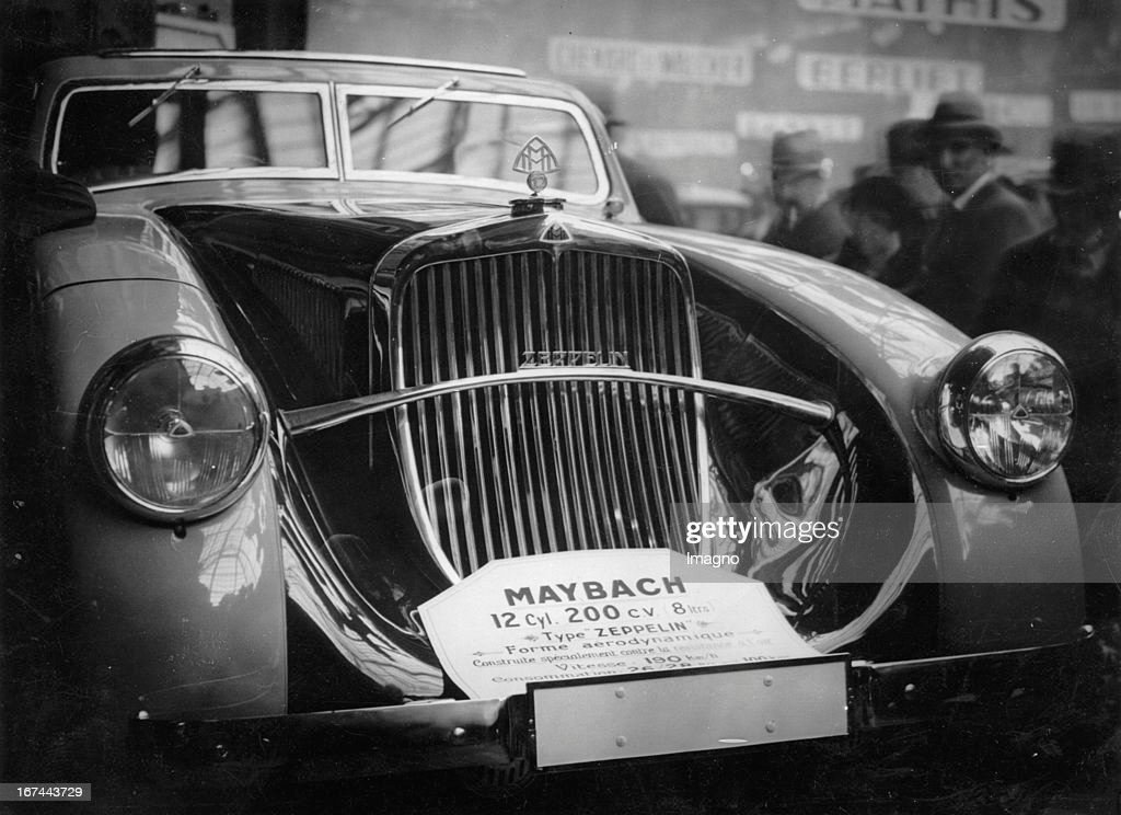 A Maybach car (Type Zeppelin) at the Paris Motor Show. 1932. Photograph. (Photo by Imagno/Getty Images) Ein Maybach Wagen (Typ Zeppelin) auf der Pariser Autoausstellung. 1932. Photographie.