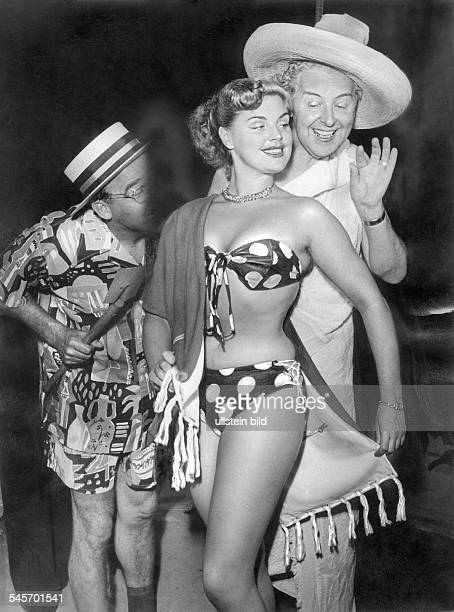 Maybach Christiane *Actress voice actor Germanywith Walter Gross and Georg Guetlich in the cabaretshow 'Nuernberger Trichter' 1956